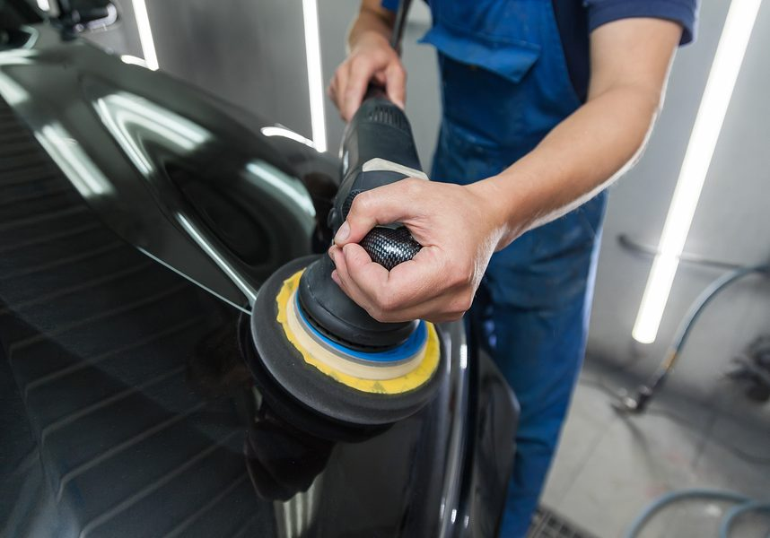 The polisher polishes the body of the vehicle with special wax to protect the car from minor scratches and damage, using a polishing eccentric machine to cover black hood after washing. Auto service